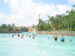 Pool mit Riesenwelle - Typhoon Lagoon